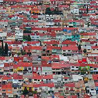 Toluca, México.- Aspecto de la Colonia Rancho La Mora en la Ciudad de Toluca, tomada desde el cerro del Toloche. Agencia MVT / Arturo Hernández.