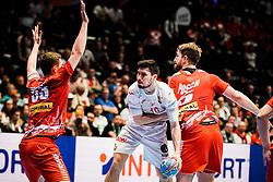 18.01.2020, Wiener Stadthalle, Wien, AUT, EHF Euro 2020, Spanien vs Österreich, Hauptrunde, Gruppe I, im Bild v. l. Nikola Bilyk (AUT), Alex Dujshebaev Dobichebaeva (ESP), Fabian Posch (AUT) // f. l. Nikola Bilyk (AUT) Alex Dujshebaev Dobichebaeva (ESP) Fabian Posch (AUT) during the EHF 2020 European Handball Championship, main round group I match between Spain and Austria at the Wiener Stadthalle in Wien, Austria on 2020/01/18. EXPA Pictures © 2020, PhotoCredit: EXPA/ Florian Schroetter