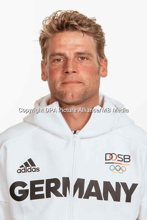 Andreas Ostholt poses at a photocall during the preparations for the Olympic Games in Rio at the Emmich Cambrai Barracks in Hanover, Germany, taken on 18/07/16 | usage worldwide