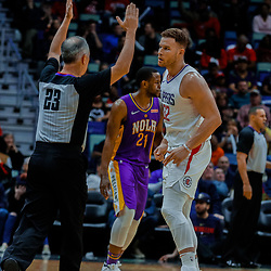 Jan 28, 2018; New Orleans, LA, USA; LA Clippers forward Blake Griffin (32) hits on a three point basket against the New Orleans Pelicans during the fourth quarter at the Smoothie King Center. The Clippers defeated the Pelicans 112-103. Mandatory Credit: Derick E. Hingle-USA TODAY Sports