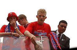 02-06-2003 NED: Huldiging bekerwinnaar FC Utrecht, Utrecht<br /> De spelers en de technische staf kregen een rondrit door de stad in een open Engelse dubbeldekker. Om 20.30 uur keert de stoet terug in Galgenwaard en zal in het stadion de officiële huldiging plaatsvinden / Dirk Kuyt, Pascal Bosschaart
