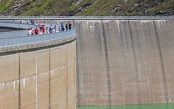 THEMENBILD - Touristen spazieren auf der Staumauer des Mooserboden Stausees, aufgenommen am 15. Juni 2017, Kaprun, Österreich // Tourists walk on the dam of the reservoir Mooserboden on 2017/06/15, Kaprun, Austria. EXPA Pictures © 2017, PhotoCredit: EXPA/ JFK