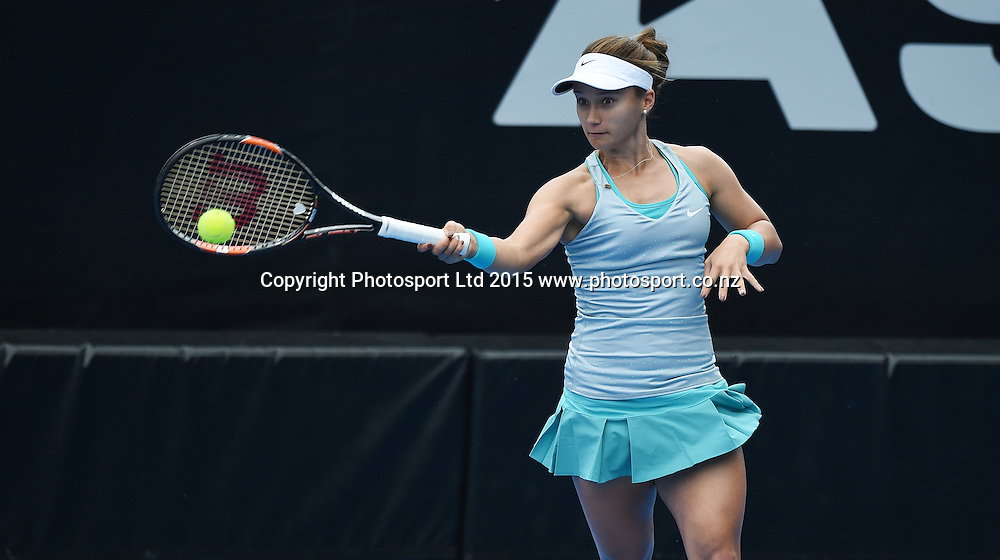 USA's Lauren Davis in action during her first round singles match on Day 1 at the ASB Classic WTA International. Auckland, New Zealand. Monday 5 January 2015. Copyright photo: Andrew Cornaga/www.photosport.co.nz