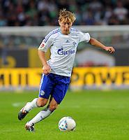 11. September 2011: Wolfsburg, Volkswagen Arena: Fussball 1. Bundesliga, 5. Spieltag: VfL Wolfsburg - FC Schalke 04: Schalkes Lewis Holtby am Ball.