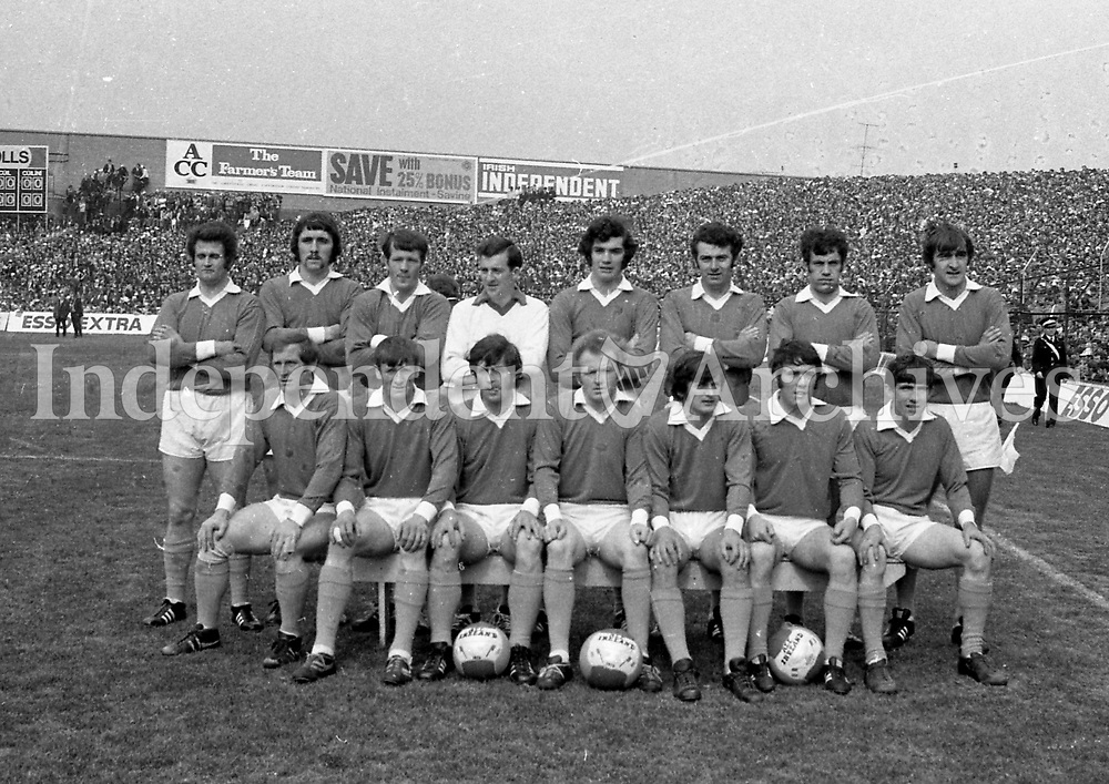 IND972.951<br /> 1972 GAA Football Final Kerry v Offaly. <br /> Offaly team. From left, back row: Paddy McCormac, Sean Lowry, Larry Coughlan, Martin Furlong, Murt Connor, John Smith, Mick Ryan, Kevin Kilmurray. Front row: John Cooney, Sean Evans, Willie Bryan, tony McTague (C), Paddy Fenning, Eugene Mulligan, Martin Heavy.<br /> <br /> <br /> (Part of the Independent Newspapers Ireland/NLI collection.)
