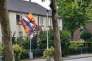 Nederland, Arnhem, 27-5-2014De wijk Het Broek in Arnhem ligt net buiten het centrum en heeft een gemengde samenstelling. Oranjegekte vanwege het wereldkampioenschap voetbal is ook hier begonnen. Deze wijk was vorig jaar in het nieuws vanwege sterk anti-semitische denkbeelden van de jongeren.Foto: Flip Franssen/Hollandse Hoogte