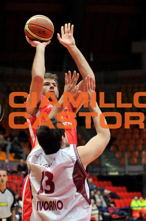 DESCRIZIONE : Livorno Lega A2 2008-09 Livorno Basket Cimberio Varese<br /> GIOCATORE : Galanda Giacomo<br /> SQUADRA : Cimberio Varese<br /> EVENTO : Campionato Lega A2 2008-2009<br /> GARA : Livorno Basket Cimberio Varese<br /> DATA : 24/01/2009<br /> CATEGORIA : Tiro<br /> SPORT : Pallacanestro<br /> AUTORE : Agenzia Ciamillo-Castoria/Stefano D'Errico<br /> Galleria : Lega Basket A2 2008-2009 <br /> Fotonotizia : Livorno Lega A2 2008-2008 Livorno Basket Cimberio Varese<br /> Predefinita :