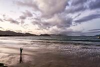 Praia da Armação ao anoitecer. Florianópolis, Santa Catarina, Brasil. / Armacao Beach at dusk. Florianopolis, Santa Catarina, Brazil.