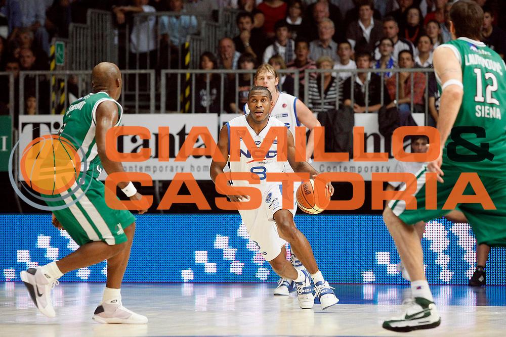 DESCRIZIONE : Cantu Lega A1 2008-09 NGC Cantu Montepaschi Siena<br /> GIOCATORE : Jason Rich<br /> SQUADRA : NGC Cantu<br /> EVENTO : Campionato Lega A1 2008-2009<br /> GARA : NGC Cantu Montepaschi Siena<br /> DATA : 12/10/2008<br /> CATEGORIA : Palleggio<br /> SPORT : Pallacanestro<br /> AUTORE : Agenzia Ciamillo-Castoria/G.Cottini