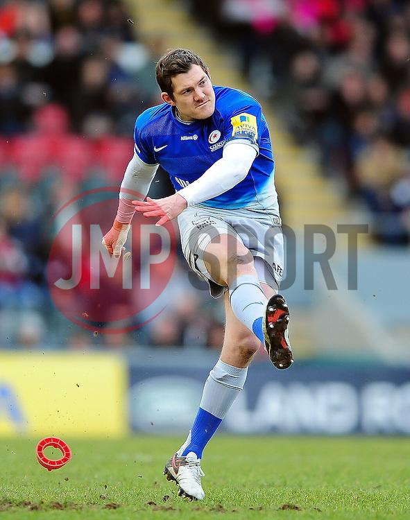 Alex Goode of Saracens kicks for the posts - Mandatory byline: Patrick Khachfe/JMP - 07966 386802 - 20/03/2016 - RUGBY UNION - Welford Road - Leicester, England - Leicester Tigers v Saracens - Aviva Premiership.