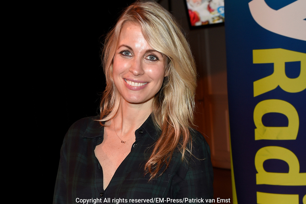 Sky Radio's jaarlijkse goede doelen-event Christmas Tree For Charity in Studio 22, Hilversum.<br /> <br /> Op de foto:  Vivian Reijs  ( zwanger )
