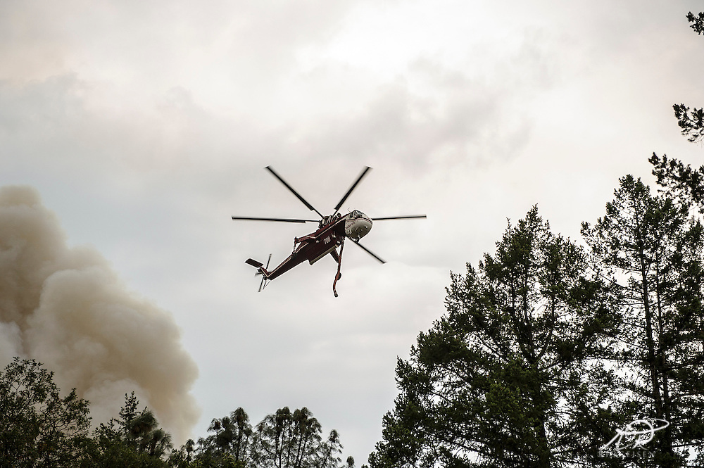 CalFire Fighting helicopter flying to pond to refill tanks at local golf course as the fire races into the Hoberg's Resort area (Kim Ringeisen / Polaris)