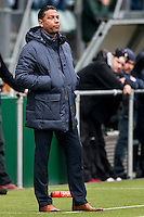 DEN HAAG - ADO Den Haag - De Graafschap , Voetbal , Eredivisie, Seizoen 2015/2016 , Kyocera stadion , 18-10-2015 , ADO Den Haag coach Henk Fraser staat hopeloos toe te kijken