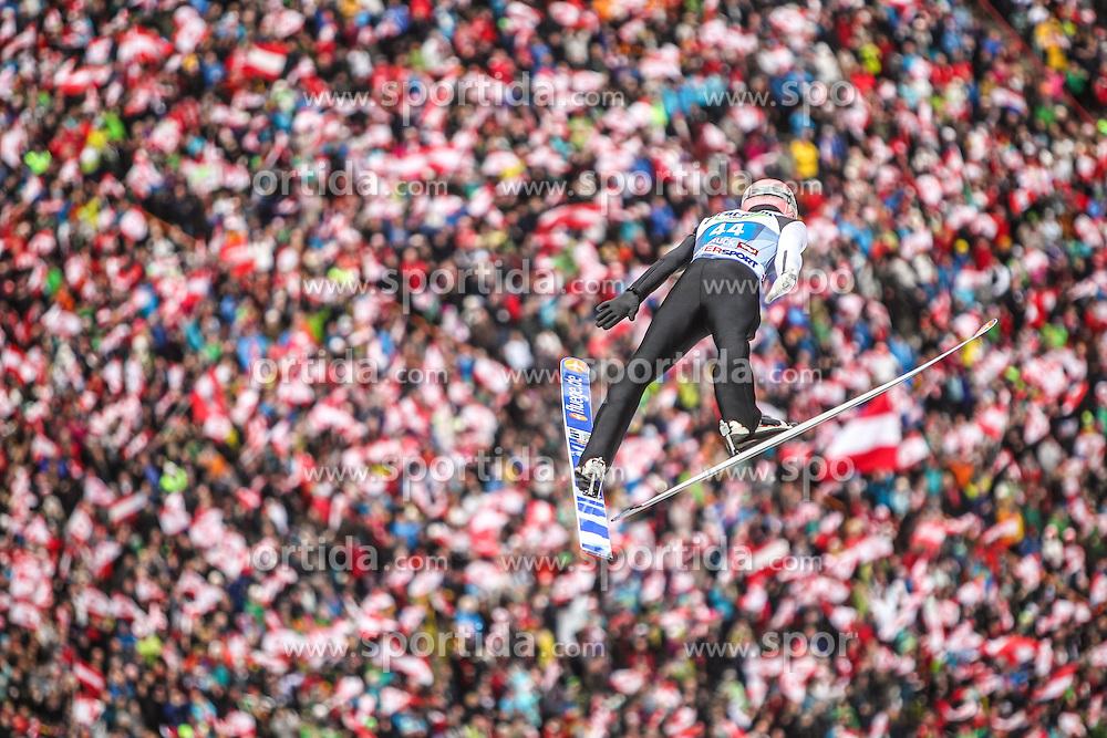 04.01.2014, Bergisel Schanze, Innsbruck, AUT, FIS Ski Sprung Weltcup, 62. Vierschanzentournee, Innsbruck, Bewerb, im Bild Manuel Fettner (AUT) // Manuel Fettner (AUT) during Competition of 62nd Four Hills Tournament of FIS Ski Jumping World Cup at the Bergisel Schanze in Innsbruck, Austria on 2014/01/04. EXPA Pictures © 2014, PhotoCredit: EXPA/ JFK
