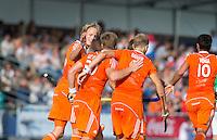 BOOM -  Vreugde bij Oranje nadat Mink van der Weerden heeft gescoord, tijdens de eerste poulewedstrijd van Oranje tijdens het Europees Kampioenschap hockey   tussen de mannen van  Nederland en Ierland . ANP KOEN SUYK
