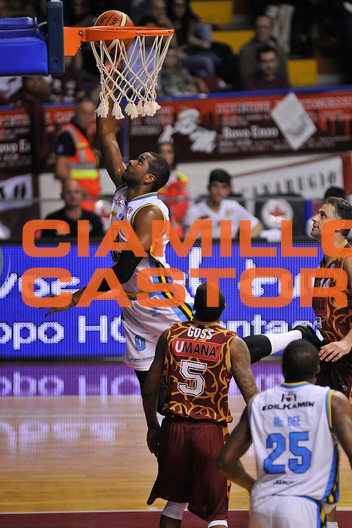 DESCRIZIONE : Venezia Lega A 2015-16 Umana Reyer Venezia - Vanoli Cremona<br /> GIOCATORE : James Southerland<br /> CATEGORIA : Tiro<br /> SQUADRA : Umana Reyer Venezia - Vanoli Cremona<br /> EVENTO : Campionato Lega A 2015-2016 <br /> GARA : Umana Reyer Venezia - Vanoli Cremona<br /> DATA : 25/10/2015<br /> SPORT : Pallacanestro <br /> AUTORE : Agenzia Ciamillo-Castoria/M.Gregolin<br /> Galleria : Lega Basket A 2015-2016  <br /> Fotonotizia :  Venezia Lega A 2015-16 Umana Reyer Venezia - Vanoli Cremona