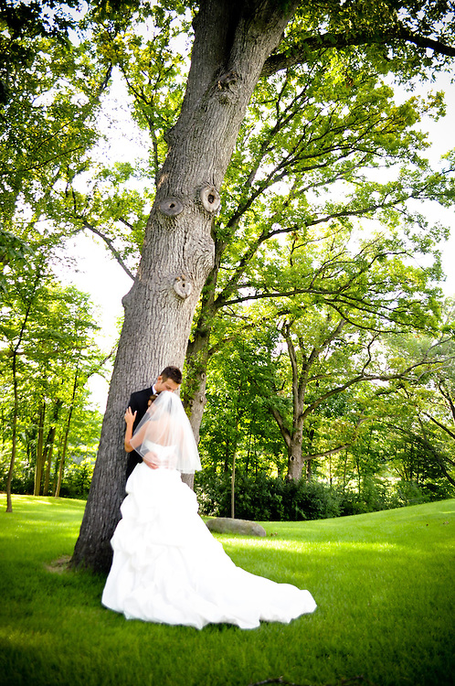 Michelle & Alan lean against a tree at St. Charles Country Club, St. Charles, IL