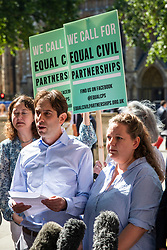 "© Licensed to London News Pictures. 27/06/2018. London, UK. Rebecca Steinfeld (R) and Charles Keidan (L), who have ""deep-rooted"" ideological objections to the institution of marriage, speak to the press after Supreme Court judges ruled in their favour in their legal battle to grant heterosexual couples the right to enter into civil partnership. Photo credit: Rob Pinney/LNP"