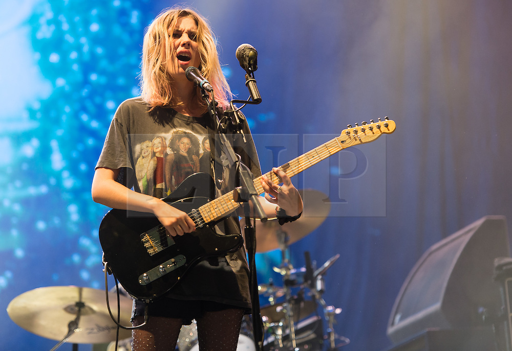 © Licensed to London News Pictures. 29/08/2015. Reading Festival, UK.  Wolf Alice performing at Reading Festival 2015, Day 2.  In this picture - Ellie Rowsell.  Photo credit: Richard Isaac/LNP