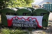 Deutschland | Garmisch-Partenkirchen | 05.06.2015: G7 Gipfel in Elmau bei Garmisch-Partenkirchen. <br /> <br /> hier: Transparent an den M&uuml;llcontainern vor dem Protestcamp<br /> <br /> 20150605<br /> <br /> NUTZUNG HONORARPFLICHTIG!<br /> [Inhaltsveraendernde Manipulation des Fotos nur nach ausdruecklicher Genehmigung des Fotografen. Vereinbarungen ueber Abtretung von Persoenlichkeitsrechten/Model Release der abgebildeten Person/Personen liegt/liegen nicht vor.] [No Model Release | No Property Release]