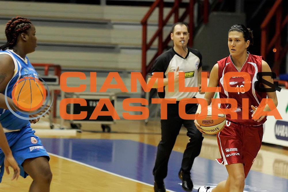 DESCRIZIONE : Napoli LBF Napoli Basket Vomero G.M.A. Phonica Pozzuoli<br /> GIOCATORE : Milka Bjelica<br /> SQUADRA : Vomero Napoli Basket<br /> EVENTO : Campionato Lega Basket Femminile A1 2009-2010<br /> GARA : Napoli Basket Vomero G.M.A. Phonica Pozzuoli<br /> DATA : 21/02/2010 <br /> CATEGORIA : palleggio<br /> SPORT : Pallacanestro <br /> AUTORE : Agenzia Ciamillo-Castoria/A.De Lise<br /> Galleria : Lega Basket Femminile 2009-2010<br /> Fotonotizia : Napoli LBF Napoli Basket Vomero G.M.A. Phonica Pozzuoli<br /> Predefinita :