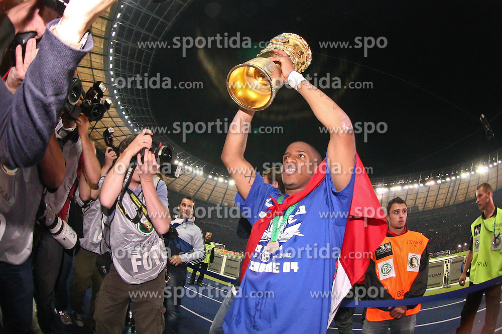 21.05.2011, Olympia Stadion, Berlin, GER, DFB Pokal Finale 2011,  MSV Duisburg vs Schalke 04, im Bild Hans Sarpei (Schalke 04 #2) feiert nach dem Spiel den Sieg mit Pokal  // during the DFB Cup final 2011 MSV Duisburg vs. Schalke 04 at the Olympic Stadium, Berlin, 21/05/2011 EXPA Pictures © 2011, PhotoCredit: EXPA/ nph/  Hammes       ****** out of GER / SWE / CRO  / BEL ******