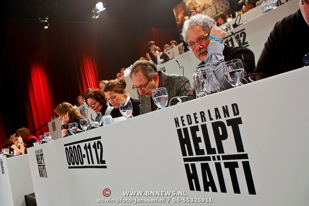 NLD/Hilversum/20100121 - Benefietactie voor het door een aardbeving getroffen Haiti, telefoonpanel Actie 555