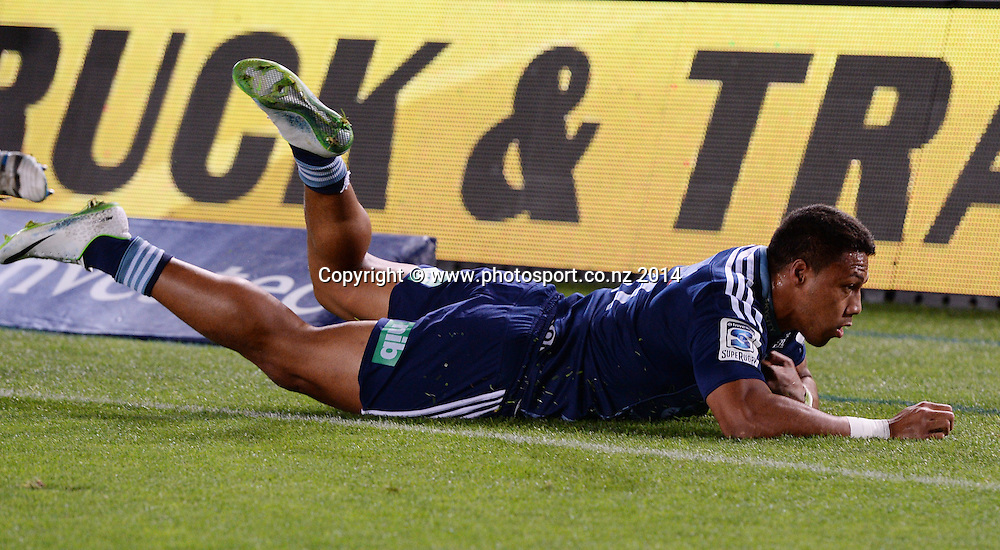 George Moala scores a try. Blues v Highlanders. Investec Super Rugby Season. Eden Park, Auckland, New Zealand. Saturday 29 March 2014. Photo: Andrew Cornaga/Photosport.co.nz