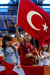 05-04-2017 NED:  CEV U18 Europees Kampioenschap vrouwen dag 4, Arnhem<br /> Nederland - Turkije 3-1 / Nederland doet zeer goede zaken en kan zich met winst op Italië zeker stellen van een halve finaleplaats - Support, publiek jeugd Turkije, vlagen sfeer