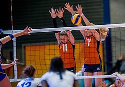 06-04-2017 NED:  CEV U18 Europees Kampioenschap vrouwen dag 5, Arnhem<br /> Nederland verliest met 3-1 van Italie en speelt voor de plaatsen 5-8 / Lisa Nobel #11, Demi Korevaar #7