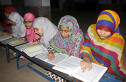 June 13, 2017 - Lahore, Pakistan - Children recite Holy Quran during the Holy Month of .Ramadan-ul-Mubarak in Lahore. (Credit Image: © PPI via ZUMA Wire)
