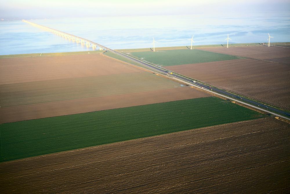 Nederland, Zeeland, Noord-Beveland, Oud-Noord-Beveland polder, 15/11/2001; Zeelandbrug over Oosterschelde (Roompot) met windmolens; milieu, energie, windturbines, structuur vh landschap.<br /> luchtfoto (toeslag), aerial photo (additional fee)<br /> photo/foto Siebe Swart
