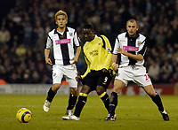Photo: Leigh Quinnell.<br /> West Bromwich Albion v Manchester City. The Barclays Premiership. 10/12/2005. Man Citys Andrew Cole passes the ball watched by West Broms  Junichi Inamoto and Ronnie Wallwork.