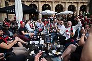 BILBAO, SPANIEN - 2017-11-02: Fans till &Ouml;stersunds FK samlas p&aring; Plaza Nueva inf&ouml;r UEFA Europa League group J matchen mellan Athletic Bilbao och &Ouml;stersunds FK p&aring; Estadio San Mam&eacute;s den 2 November, 2017 i Bilbao, Spanien. <br /> Foto: Nils Petter Nilsson/Ombrello<br /> ***BETALBILD***