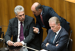 12.10.2016, Parlament, Wien, AUT, Parlament, Nationalratssitzung, Sitzung des Nationalrates mit Budgetrede des Finanzministers, im Bild v.l.n.r. Bundesminister für Finanzen Hans Jörg Schelling (ÖVP), Bundesminister für Inneres Wolfgang Sobotka (ÖVP) und Vizekanzler und Minister für Wirtschaft und Wissenschaft Reinhold Mitterlehner (ÖVP) // f.l.t.r. Austrian Minister of Finance Hans Joerg Schelling, Austrian Minister of the Interior Wolfgang Sobotka and Vice Chancellor of Austria and Minister of Science and Economy Reinhold Mitterlehner during meeting of the National Council of austria according to government budget 2017 at austrian parliament in Vienna, Austria on 2016/10/12, EXPA Pictures © 2016, PhotoCredit: EXPA/ Michael Gruber