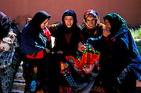 Maroc - Haut Atlas - Vallée du Dadès - El Kelaâ M'Gouna - Fête des Roses - Femmes Bérberes