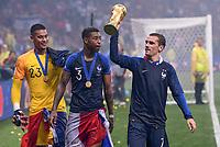 FUSSBALL  WM 2018  FINALE  ------- Frankreich - Kroatien    15.07.2018 Torwart Alphonse Areola. Fresnel Kimpembe und Antoine Griezmann (v.l., alle Frankreich) jubeln mit dem Pokal