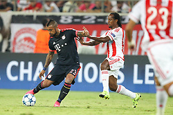 16.09.2015, Karaiskakis Stadium, Piräus, GRE, UEFA CL, Olympiakos Piräus vs FC Bayern München, Gruppe F, im Bild l-r: im Zweikampf, Aktion, mit Arturo Vidal #23 (FC Bayern Muenchen) und Leandro Salino #30 (Olympiakos Piraeus) // during UEFA Champions League group F match between Olympiacos F.C. and FC Bayern Munich at the Karaiskakis Stadium in Piräus, Greece on 2015/09/16. EXPA Pictures © 2015, PhotoCredit: EXPA/ Eibner-Pressefoto/ Kolbert<br /> <br /> *****ATTENTION - OUT of GER*****