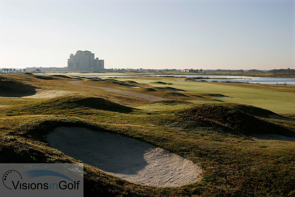 The 18th hole and Omni Resort Hotel at The International Course, Champions Gate, Florida USA. Designed by Greg Norman<br /> <br /> Photo Mark Newcombe