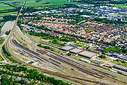 Nederland, Utrecht, Amersfoort, 17-07-2017;<br /> Stationswijk Soesterkwartier, spoorweg emplacement Amersfoort, met rangeerterrein en gebouwen van de voormalige Wagenwerkplaats.<br /> Railway yard Amersfoort, with yard and workshop buildings.<br /> <br /> luchtfoto (toeslag op standard tarieven);<br /> aerial photo (additional fee required);<br /> copyright foto/photo Siebe Swart
