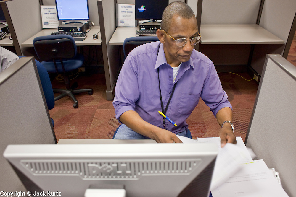 23 February 2009 -- PHOENIX, AZ: JOHN SHAW, a US Marine veteran, looks for work in the computer lab at the Maricopa Workforce Connections office in Phoenix, AZ. Maricopa Workforce Connections helps people find work and transition to new work environments. According to the US Bureau of Labor Statistics, unemployment in Arizona increased from 3.9 percent in April 2008 to 6.9 percent in December 2008.    Photo By Jack Kurtz / ZUMA Press