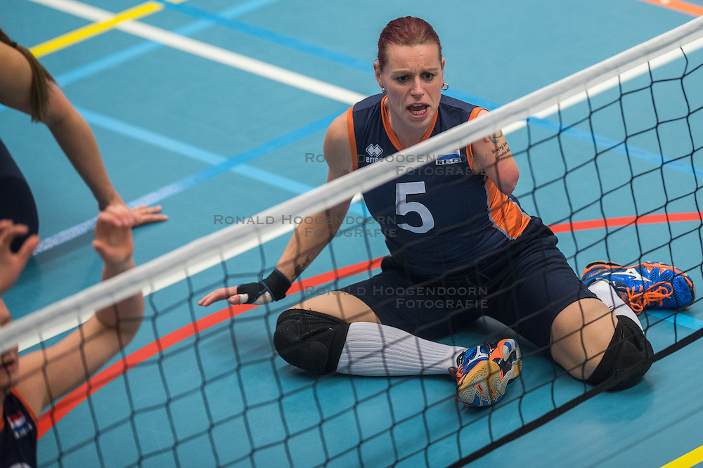 14-02-2016 NED: Nederland - Oekraine, Houten<br /> De Nederlandse paravolleybalsters speelde een vriendschappelijke wedstrijd tegen Europees kampioen Oekraïne. De equipe van bondscoach Pim Scherpenzeel bereidt zich tegen Oekraïne voor op het Paralympisch kwalificatietoernooi in China, dat in maart wordt gespeeld /   Karin van der Haar #5 of Nederland