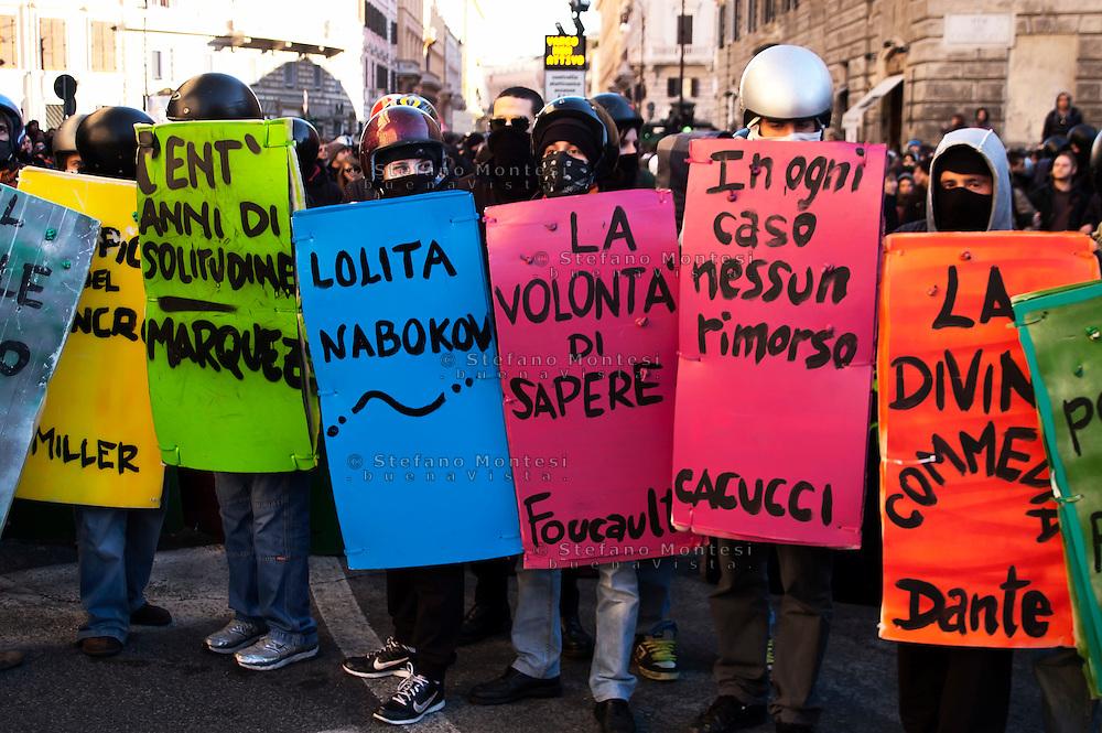 Roma 14 Dicembre 2010.<br /> Manifestazione contro il Governo Berlusconi. I book-block a Corso Vittorio Emanuele.<br /> Rome December 14, 2010.<br /> Demonstration against the Berlusconi government