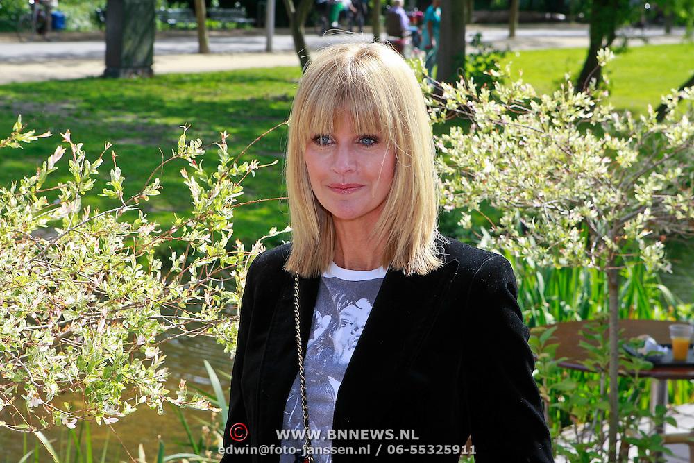 NLD/Amsterdam/20110608 - Boekpresentatie Bastiaan Ragas, Daphne Deckers
