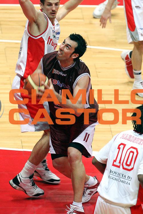 DESCRIZIONE : Livorno Lega A2 2007-08 TDShop.it Livorno Trenkwalder Reggio Emilia<br /> GIOCATORE : Fantoni Tommaso<br /> SQUADRA : TDShop.it Livorno<br /> EVENTO : Campionato Lega A2 2007-2008<br /> GARA : TDShop.it Livorno Trenkwalder Reggio Emilia<br /> DATA : 27/04/2008<br /> CATEGORIA : Penetrazione<br /> SPORT : Pallacanestro<br /> AUTORE : Agenzia Ciamillo-Castoria/Stefano D'Errico