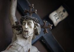 THEMENBILD - ein Kruzifix in einem Park, aufgenommen am 22. Oktober 2015, Baumkirchen, Österreich // a crucifix in a park, Baumkirchen, Austria on 2015/10/22. EXPA Pictures © 2015, PhotoCredit: EXPA/ Jakob Gruber