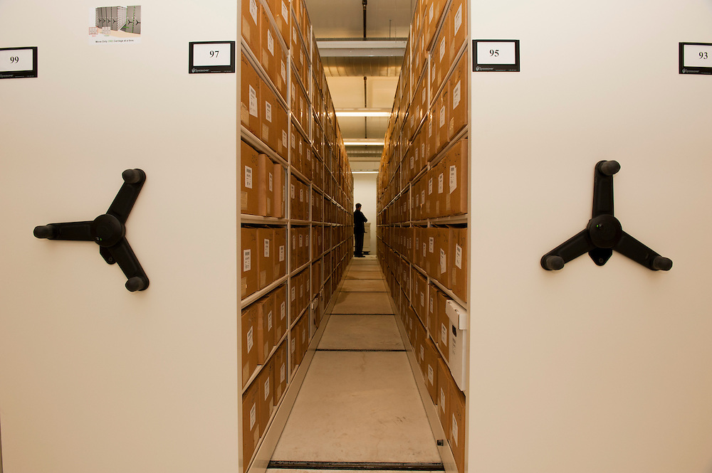 The archives possesses  a state-of-the art equipment, including four flood-proof vaults, located in the core of the building.