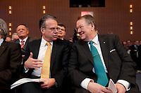 10 JAN 2012, KOELN/GERMANY:<br /> Frank-Juergen Weise (L), Vorstandsvorsitzender Bundesagentur fuer Arbeit, und Peter Heesen (R), Bundesvorsitzender dbb beamtenbund und tarifunion, im Gespraech, dbb Jahrestagung 2012, Messe Koeln<br /> IMAGE: 20120110-01-027<br /> KEYWORDS: Köln, Beamtenbund, Frank-Jürgen Weise, Gespräch