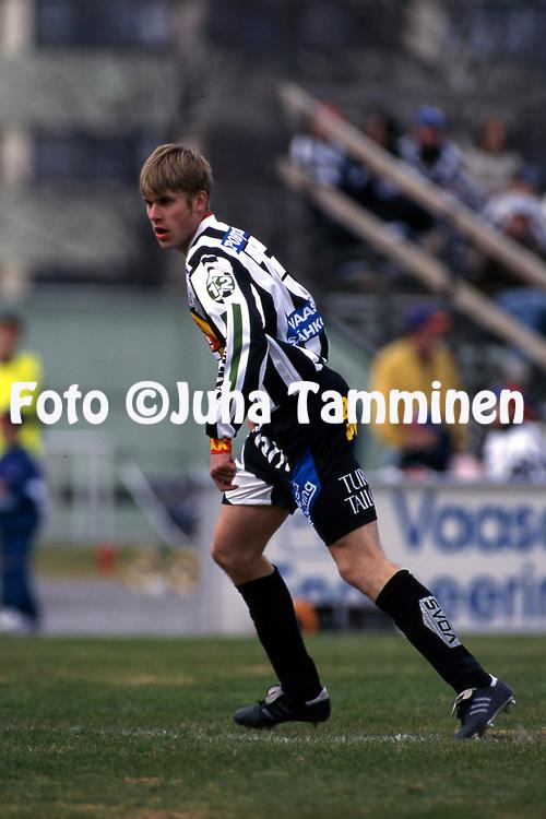 8.5.1997, Hietalahti, Vaasa.<br /> Veikkausliiga 1997.<br /> Vaasan Palloseura - FF Jaro.<br /> Juha Reini - VPS