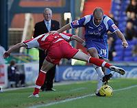 Photo: Dave Howarth.<br />Oldham Athletic v Doncaster Rovers. Coca Cola League 1.<br />13/11/2005.  Oldham's Paul Warne battles past Doncaster's Michael McIndoe